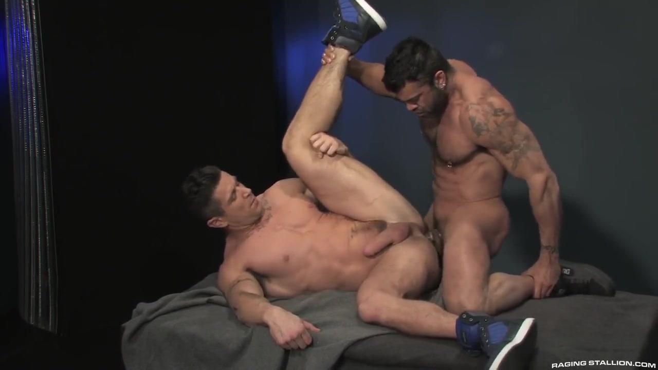 Douleur extrême, seins agency model management@todorazor.com