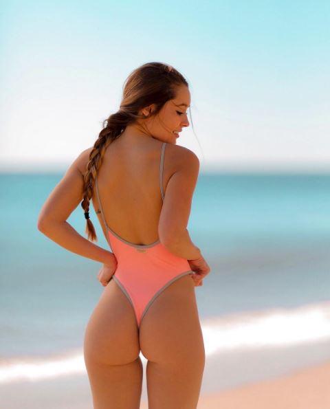 Belles nues étudiantes exfoliant pour le @todorazor.com