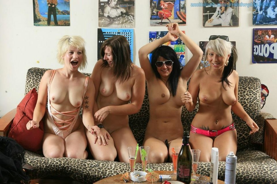 trois jeunes filles dans futanari trio – Strumpfhose