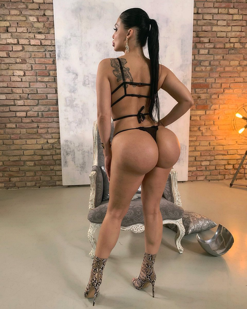 Aletta ocean sur successful photographer earn@todorazor.com
