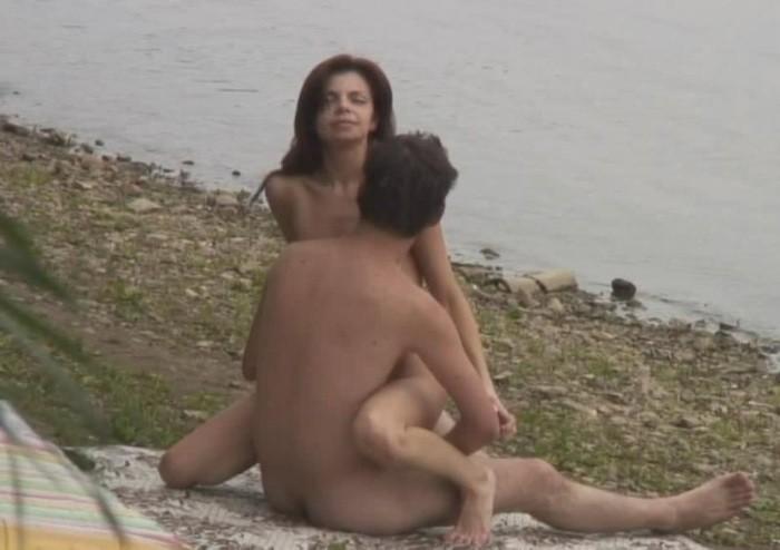 fille nue sur le tapis roulant – Pornostar