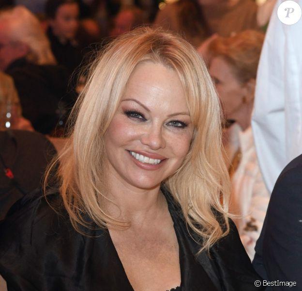 Pamela anderson s pretty amateur wife@todorazor.com
