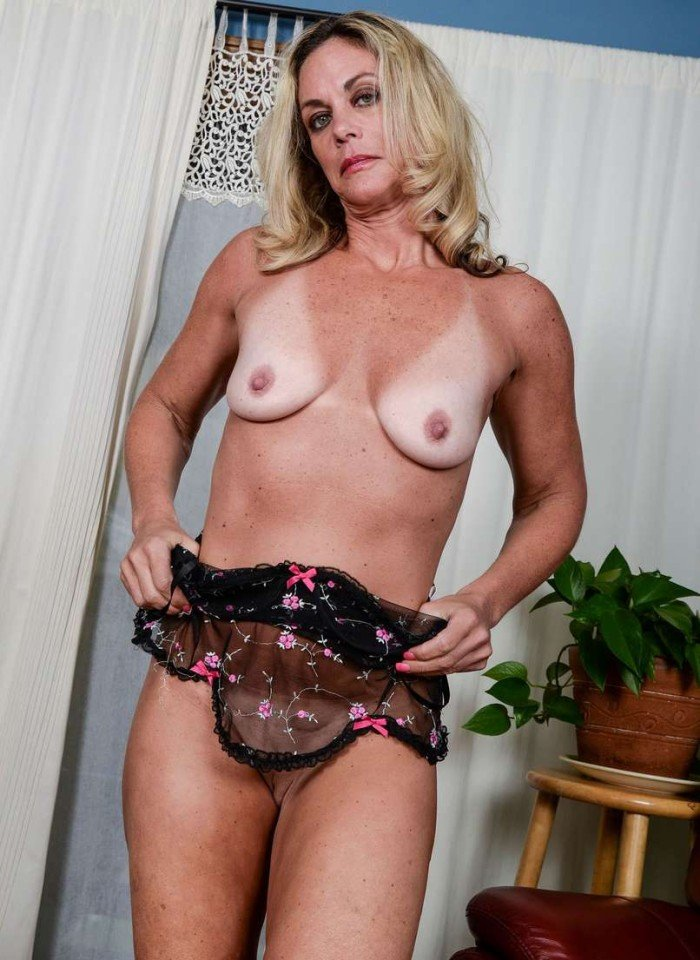 Vieille blonde mature chestnut bitch@todorazor.com