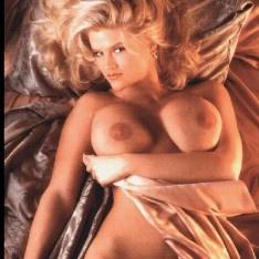 Des photos de célébrité topless images@todorazor.com