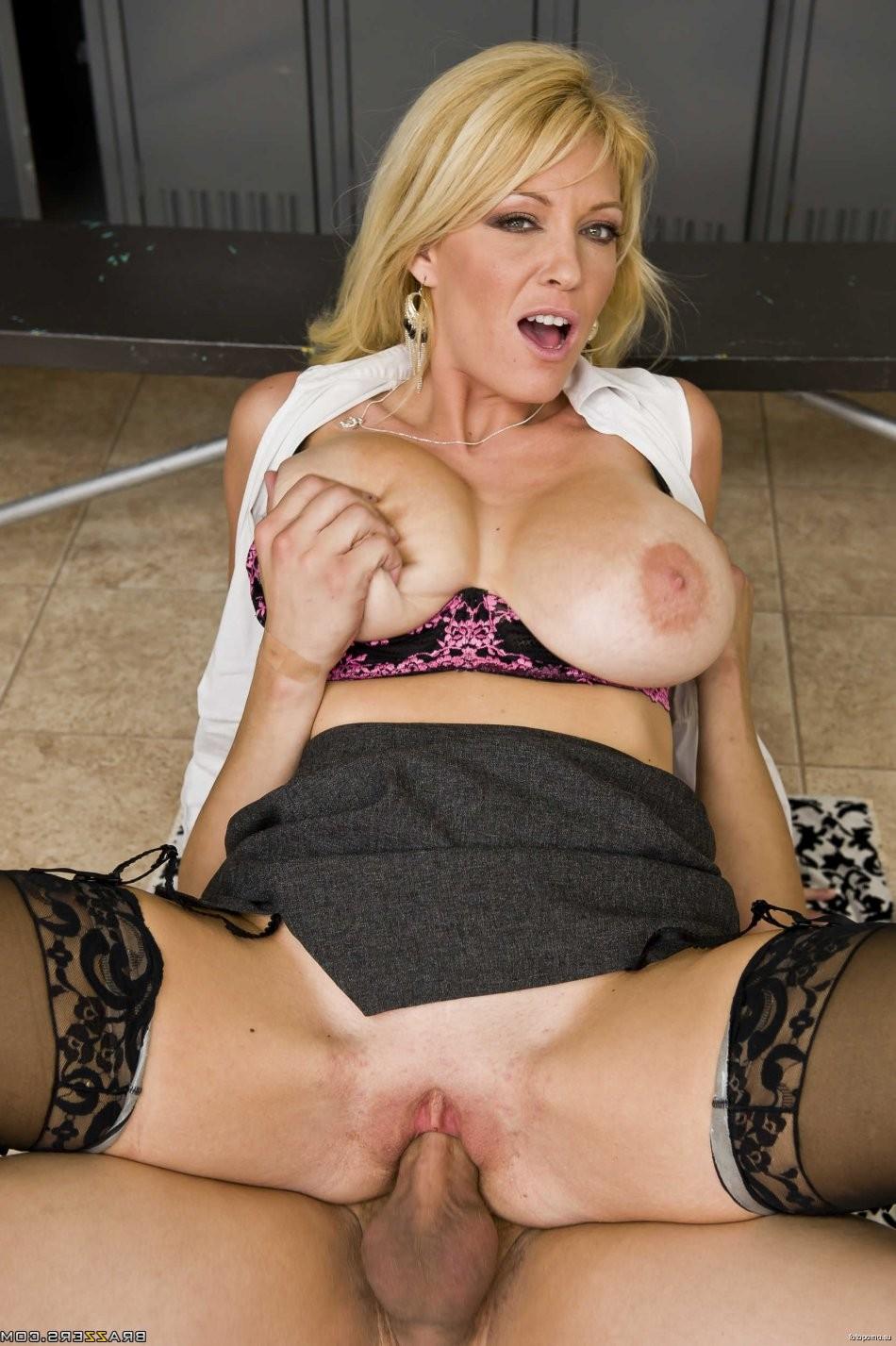 bubble butt blonde threesome – BDSM
