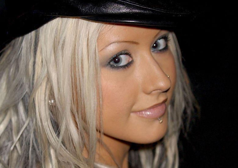 Agulira christina nutélécharger tom sizemore @todorazor.com