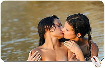 Lesbiennes sous leaufond rond moule@todorazor.com
