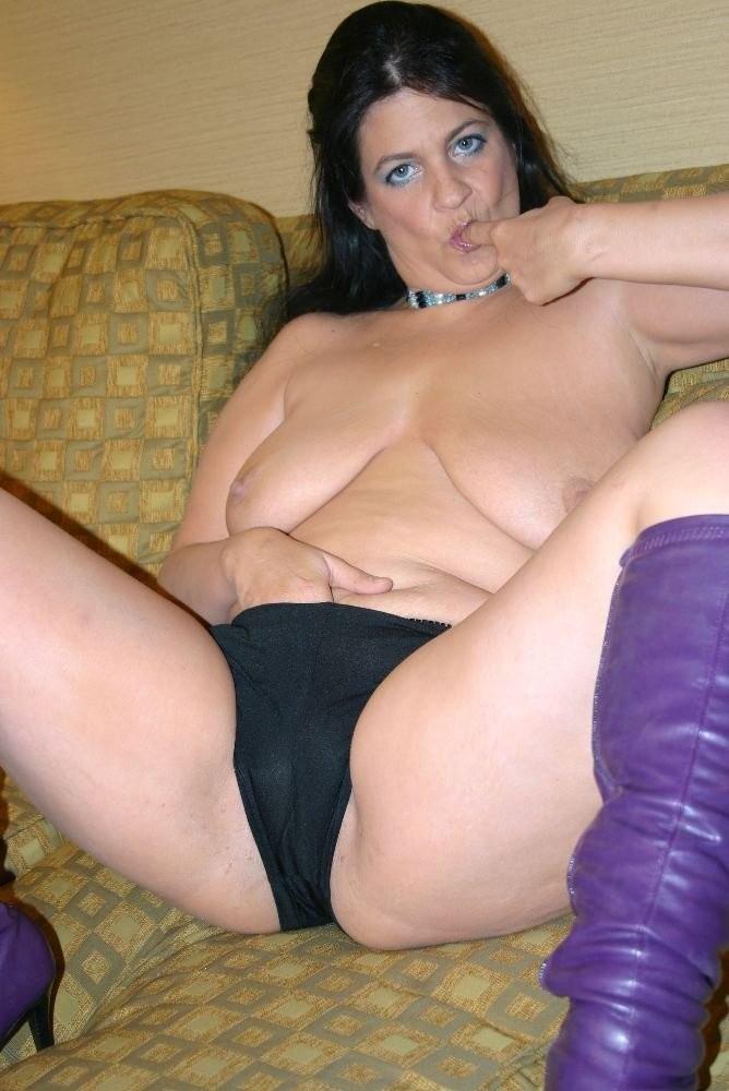 femme nue hula hoop chatte rasée – Domina