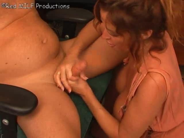 Douce maman pornoun salon de @todorazor.com