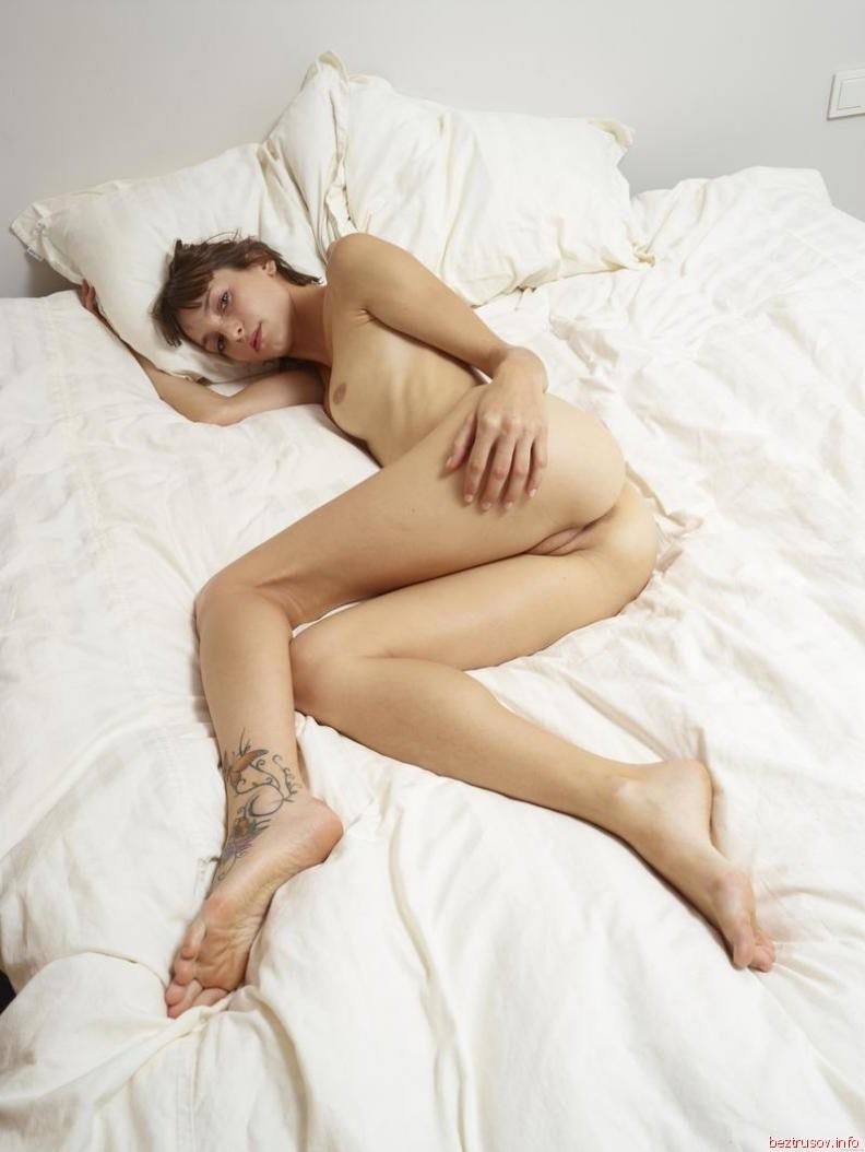 milli jovovich aisselle poilue – Erotisch