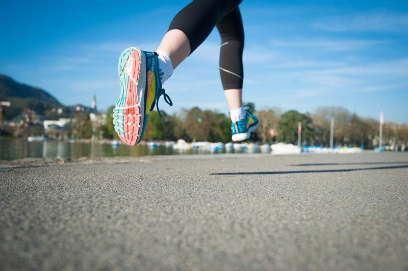 Les pieds dans student girl@todorazor.com