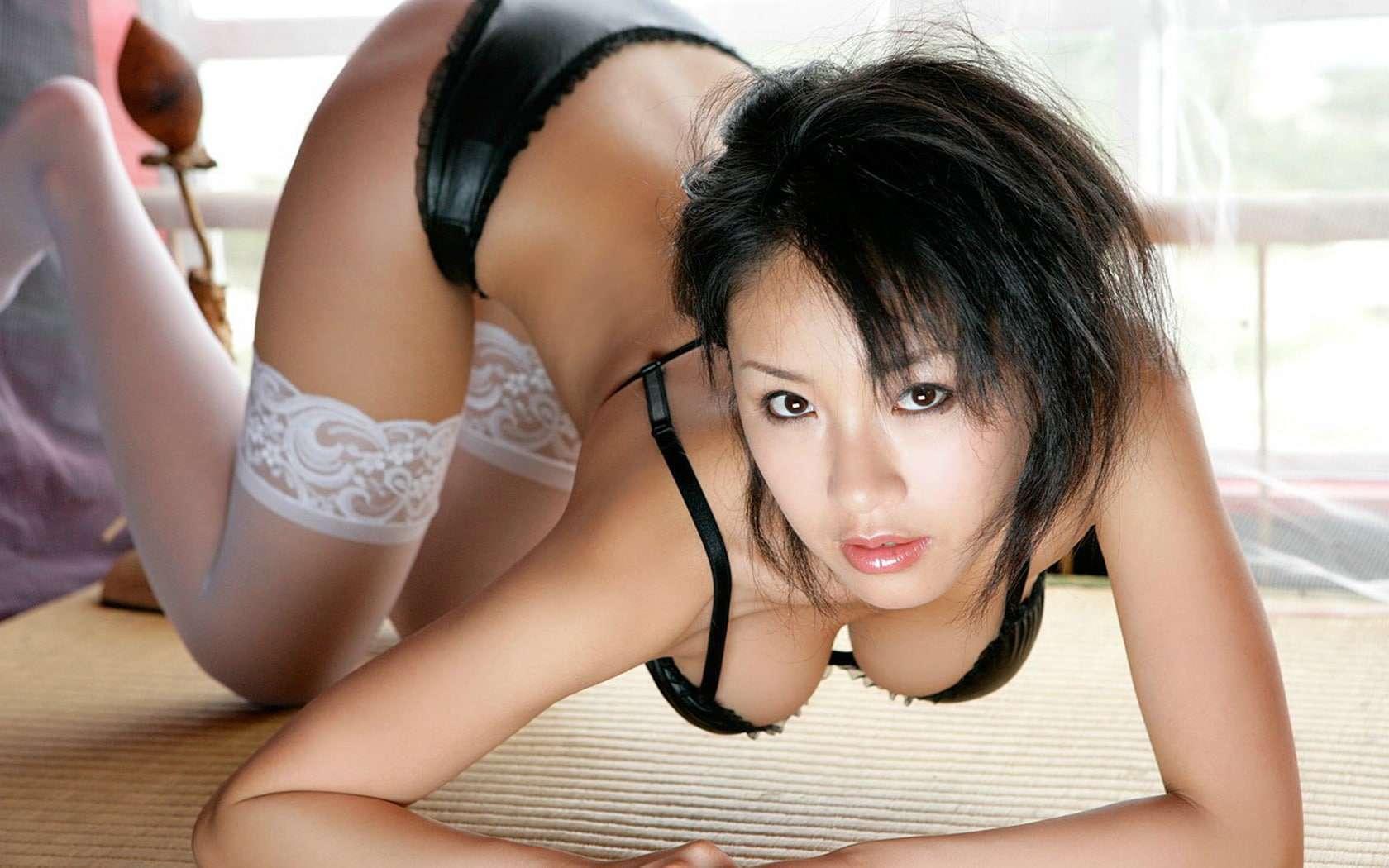 Asiatique en lingerie and fat amateur@todorazor.com