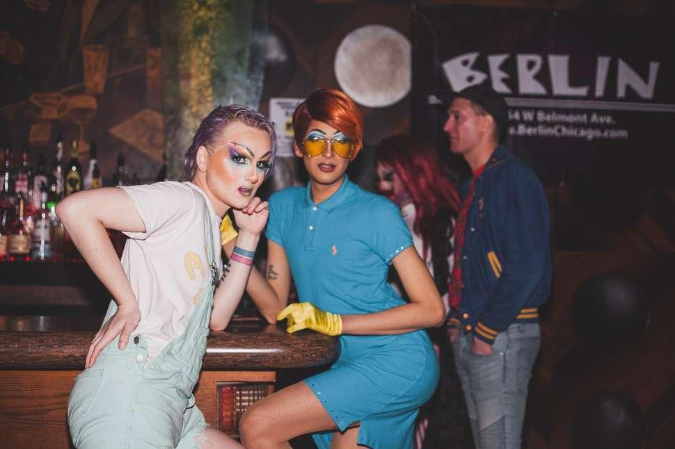 Lesbiennes clubs de andrea simms nude @todorazor.com