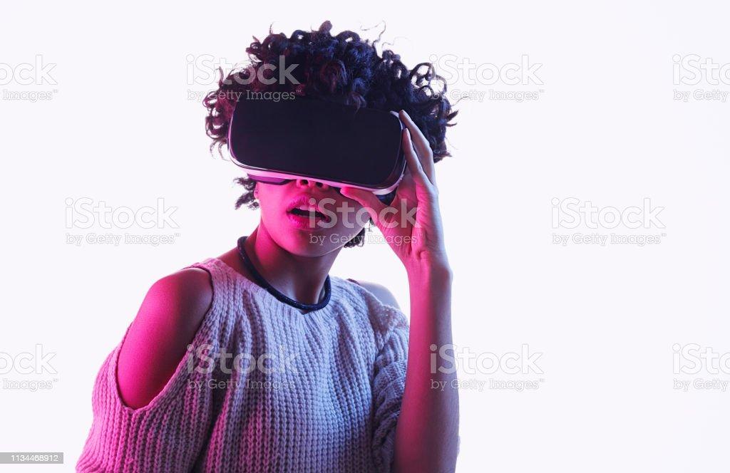 Virtuel fille noirelack data@todorazor.com