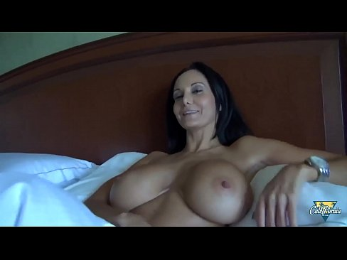 Milf en amateur wants her ebony@todorazor.com